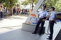 Roma, 24 Luglio 2013<br /> Sede Agenzia delle entrate Via Cristoforo Colombo<br /> Enrico Letta e il Ministro dell'economia Saccomanni incontrano i dipendenti dell'Agenzia delle Entrate e di Equitalia. Fuori proteste di lavoratori e lavoratrici del pubblico impiego aderenti al sindacato di base USB