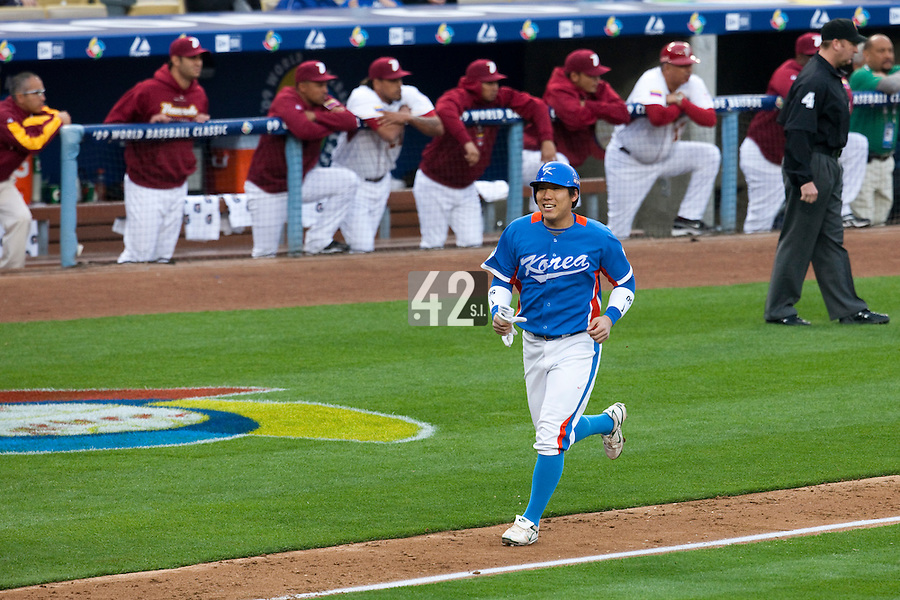 21 March 2009: #50 Hyun Soo Kim of Korea runs the bases on an homerun by #52 Tae Kyun Kim during the 2009 World Baseball Classic semifinal game at Dodger Stadium in Los Angeles, California, USA. Korea wins 10-2 over Venezuela.
