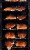 Europe/France/Aquitaine/64/Pyrénées-Atlantiques/Pau: Saumon fumé dans un fumoir chez  Jean-Marc Casteigt - Fumeur de saumon