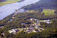 Kernkraftwerk Brokdorf: EUROPA, DEUTSCHLAND, SCHLESWIG-HOLSTEIN, BRUNSBUETTEL , (EUROPE, GERMANY), 14.01.2012: Der Begriff Leukämiecluster Elbmarsch bezeichnet eine Häufung (Krebscluster) von Leukämie bei Kindern im Gebiet der Samtgemeinde Elbmarsch (Landkreis Harburg, Niedersachsen) und des benachbarten Geesthachts (Herzogtum Lauenburg, Schleswig-Holstein), die ab 1990 auftritt. Es handelt sich nach Aussage von EU-Behörden hierbei um die weltweit höchste erfasste Leukämierate auf kleinem Raum bei Kindern und gleichzeitig um den am besten erfassten und dokumentierten Cluster weltweit.