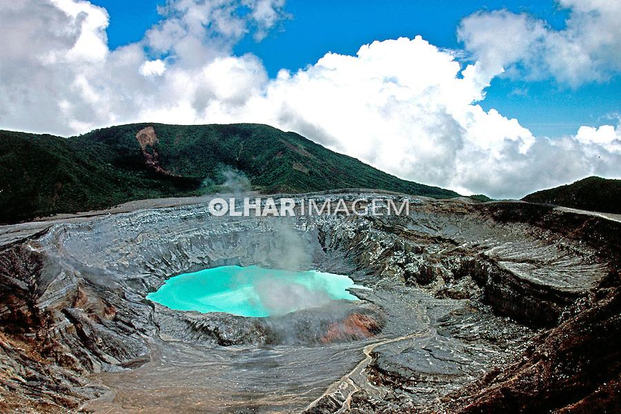 Cratera do vulcão Poás. Costa Rica. 1997. Foto de Marcos Issa.