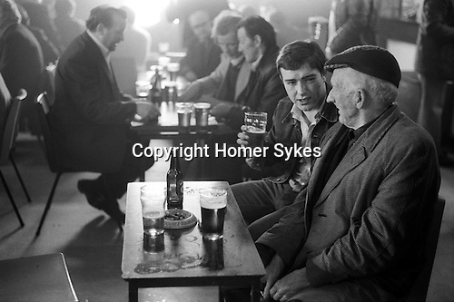 Men having a lunch time drink Glasglow Pub Scotland  1979. 1970s.
