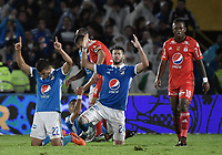 BOGOTA - COLOMBIA, 10-12-2017: Jhon Duque Arias y Matias De Los Santos jugadores de Millonarios celebran su paso a la final después del encuentro con América de Cali por la semifinal vuelta de la Liga Aguila II 2017 jugado en el estadio Nemesio Camacho El Campin de la ciudad de Bogotá. / Jhon Duque Arias and * Matias De Los Santos players of Millonarios celebrate their classification to the final after second leg match against America de Cali for the semifinal of the Liga Aguila II 2017 played at the Nemesio Camacho El Campin Stadium in Bogota city. Photo: VizzorImage / Gabriel Aponte / Staff.