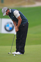 Pablo Larrazabal (ESP) putts on the 1st green during Thursday's Round 1 of the 2014 BMW Masters held at Lake Malaren, Shanghai, China 30th October 2014.<br /> Picture: Eoin Clarke www.golffile.ie