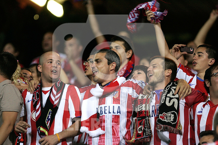 Atletio de Madrid's supporters celebrate during La Liga match. May 30, 2009. (ALTERPHOTOS/Alvaro Hernandez)