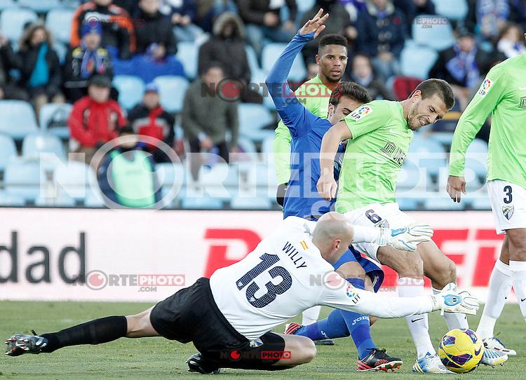 Getafe's Pedro Leon (b) and Malaga's Willy Caballero (l) and Ignacio Camacho during La Liga match.December 01,2012. (ALTERPHOTOS/Acero) ©/NortePhoto