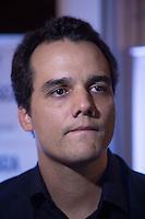 """SAO PAULO, SP, 04 DE MARÇO DE 2013. PRE ESTREIA DO FILME """"A BUSCA"""". O ator Wagner Moura durante a pré estreia do fime """"A Busca"""" no shopping Iguatemi, na noite desta segunda feira. O filme conta  a história de um médico que sai em busca do seu filho adolescente que fugiu de casa.  FOTO: ADRIANA SPACA/ BRAZIL PHOTO PRESS"""