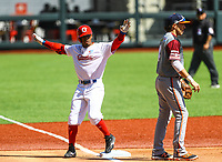 Roel Santos de los  Alazanes de Granma Cuba celebra llegar  hasta la tercera base con un imparable en el primer innig durante el juego de b&eacute;isbol de la Serie del Caribe contra Caribes de Anzo&aacute;tegui de Venezuela en Guadalajara, M&eacute;xico,  on Friday, February 2, 2018. (AP Photo / Luis Gutierrez)<br /> <br /> <br /> Roel Santos of Los Alazanes of Granma Cuba celebrates reaching third base with an unstoppable first inning during the Caribbean Series baseball game against Caribes de Anzoategui of Venezuela in Guadalajara, Mexico, on Friday, February 2, 2018. (AP Photo / Luis Gutierrez)
