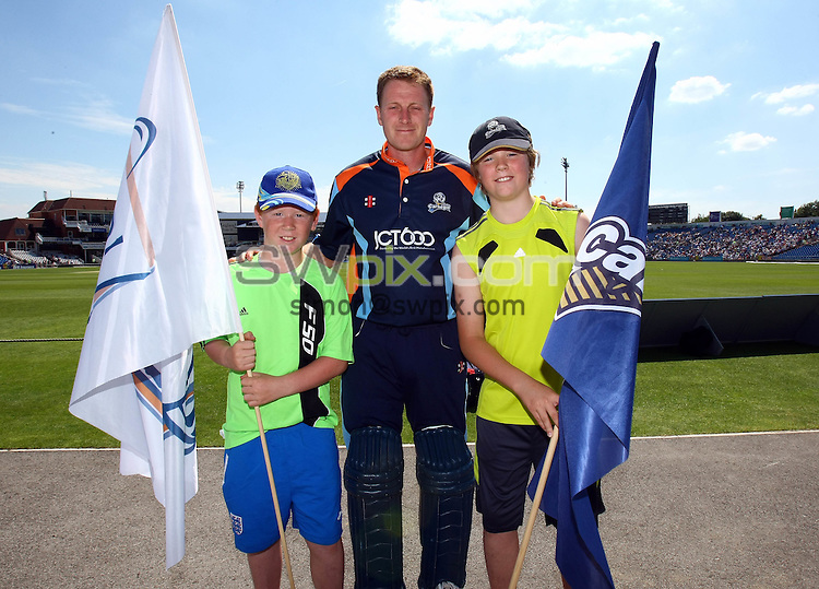 PICTURE BY VAUGHN RIDLEY/SWPIX.COM...Cricket - T20 - Yorkshire v Nottinghamshire - Headingley, Leeds, England - 03/07/11...Mascots and Andrew Gale.