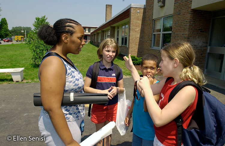 MR / Guilderland, NY / Westmere Elementary Schl.Albany Co. BOCES Deaf & Hard of Hearing Class.Deaf / Hearing Impaired students sign/communicate using ASL while waiting for bus outside school. (L-R: Girl: 11, African-American, Deaf; Girl: 11, Hearing Impaired; Boy: 9, African-American & Caucasian, Deaf; Girl: 10, deaf).MR: Mck2, Fis8, McG2, Bli1.©Ellen B. Senisi