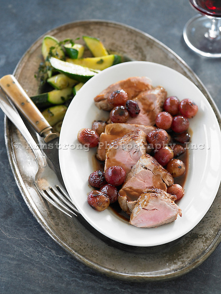 Pork tenderloin with zucchini and grapes