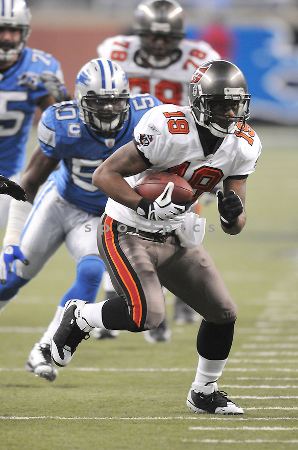 IKE HILLIARD, of the Tampa Bay Buccaneers in action against the Detroit Lions during the Buccaneers game  in Detroit, Michigan on November 23, 2008..Buccaneers  win 38-20