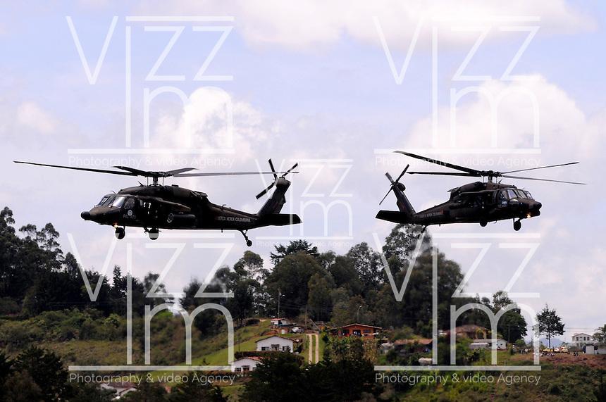 RIONEGRO - COLOMBIA - 12-07-2013: Helicopteros Arpias de la Fuerza Aerea de Colombia, en el aeropuerto de Rionegro, julio 12 de 2013. Se realiza en el Aeropueto Rionegro la F Air Colombia 2013, que se ha constituido como una de las exposiciones más representativas de la aviación en Latinoamérica. (Foto: VizzorImage / Luis Rios / Str.)  Helicopters Harpies the Colombia Air Force at the airport in Rionegro, July 12, 2013. It takes place in the Rionegro airport the F Air Colombia 2013, which has become one of the most representative exhibitions of aviation in Latin America. (Photo: VizzorImage / Luis Rios / Str)