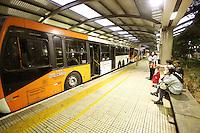 SÃO PAULO, SP, 21.05.2014 -GREVE DOS ONIBUS EM SÃO PAULO - Mais um dia de greve dos motoristas e cobradores de onibus na cidade de São Paulo, na foto o terminal da Lapa Zona Oeste de São Paulo segue interditado . - (Foto: Aloisio Mauricio / Brazil Photo Press)