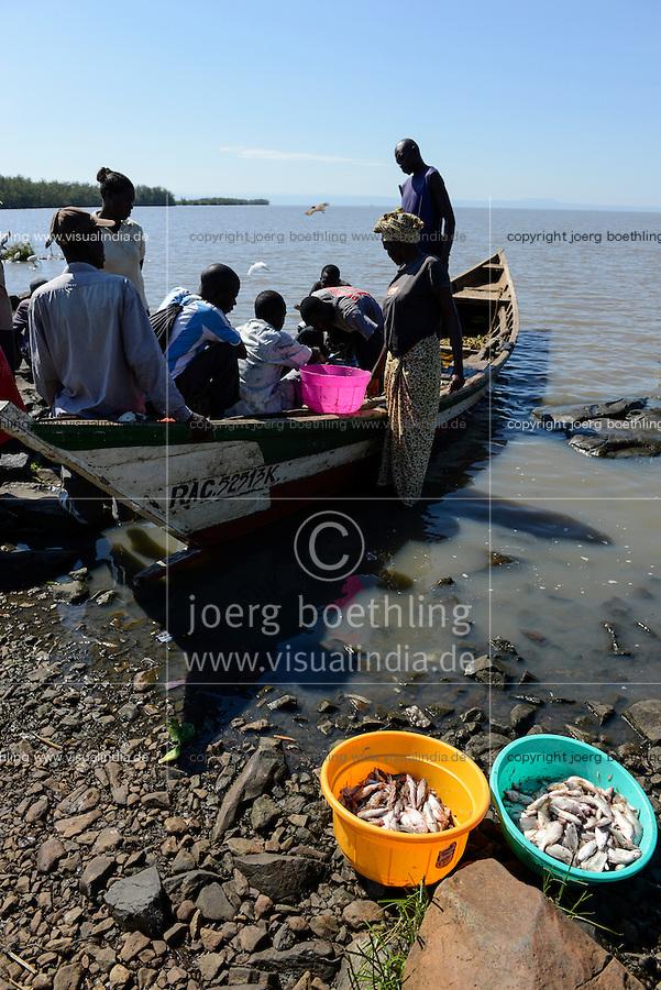 KENYA Kisumu, community managed fishing village and resort Dunga Beach at Lake Victoria / KENIA Kisumu, von der Dorfgemeinde selbst verwaltetes Fischerdorf und Ressort Dunga Beach am Viktoria See, Ankunft der Fischerboote