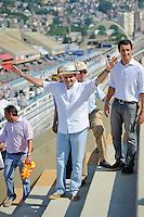 RIO DE JANEIRO, RJ, 12 DE FEVEREIRO DE 2012 - CARNAVAL RIO 2012 - O Prefeito Eduardo Paes, na abertura oficial do novo Sambódromo do Rio, que também será utilizado nos Jogos Olímpicos, e que após reformas recebeu o traçado original projetado por Oscar Niemeyer há quase 30 anos. <br /> FOTO GLAICON EMRICH - NEWS FREE.