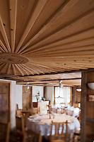 Europe/France/Rhône-Alpes/74/Haute Savoie/Morzine: Restaurant: Le Chalet  Philibert - détail de la salle du restaurant