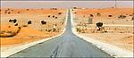 Route s'enfonçant dans le désert dans la région du Brakna Sud / Mauritanie / Afrique / Road of South Brakna region in Mauritania / Africa