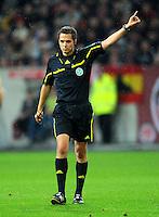 4. November 2011: Duesseldorf, Esprit-Arena: Fussball 2. Bundesliga, 14. Spieltag: Fortuna Duesseldorf - SG Dynamo Dresden: Schiedsrichter Robert Hartmann gibt Anweisungen.