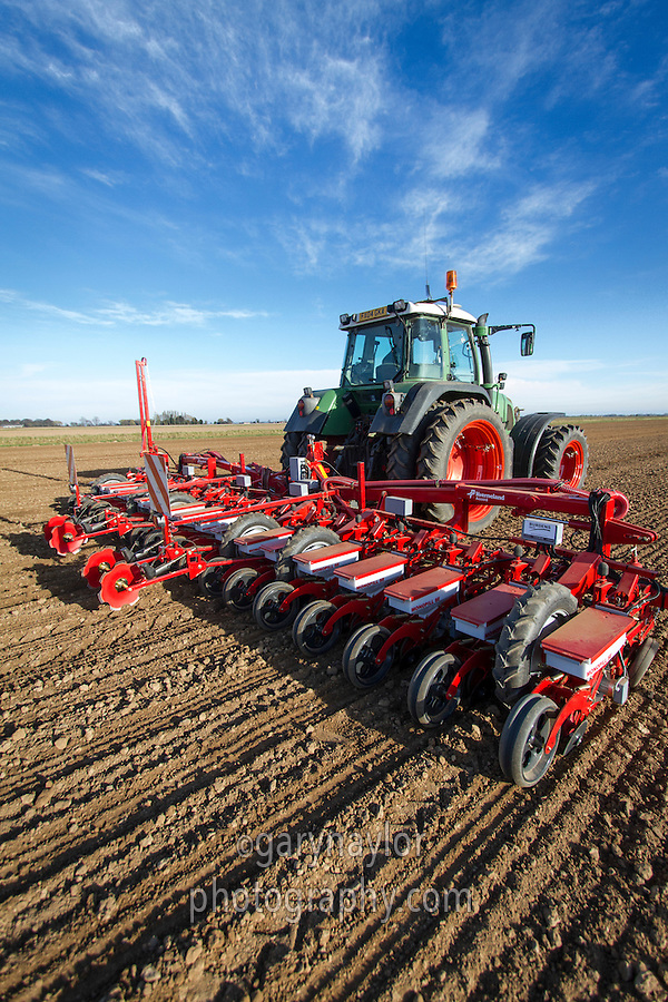 Drilling sugar beet with 18 row Kverneland drill - March, South Lincolnshire