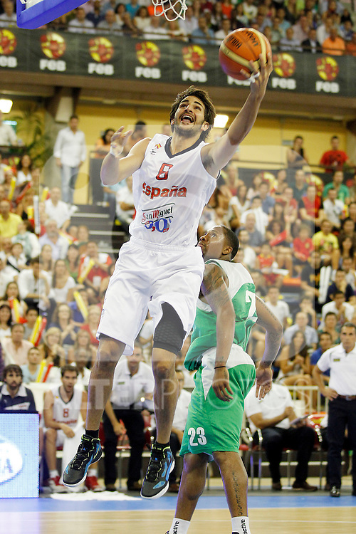 Spain's Ricky Rubio (l) and Bulgaria's Earl Rowland during friendly match.August 13,2011. (ALTERPHOTOS/Acero)