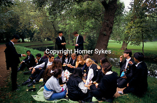 'OXFORD UNIVERSITY' 1995, ST EDMUND HALL FRESHERS PICNIC BY THE RIVER CHERWELL, 1995