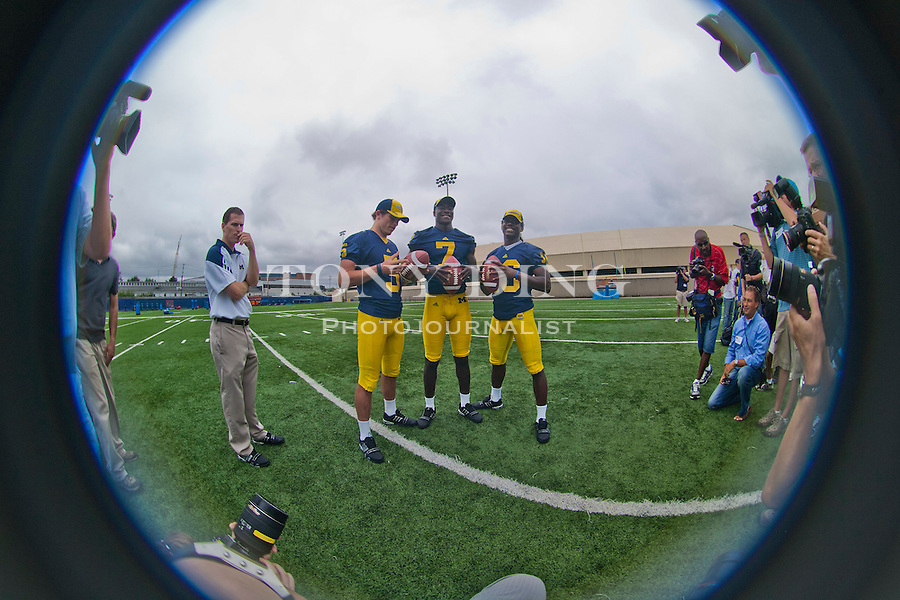 (Center left to right) Michigan quarterbacks Tate Forcier, Devin Gardner, and Denard Robinson pose for photos, at the annual NCAA college football media day, Sunday, Aug. 22, 2010, in Ann Arbor, Mich. (AP Photo/Tony Ding)