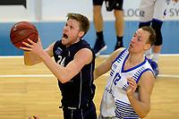 ZWOLLE - Basketbal, Landstede - Donar, Halve finale beker, seizoen 2017-2018, 18-02-2018, Donar speler Evan Bruinsma met Landstede speler Ralf de Pagter