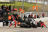 #4: Todd Gilliland, Kyle Busch Motorsports, Toyota Tundra JBL/SiriusXM pit stop