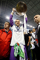 Gareth Bale of Real Madrid lifts the Champions League trophy after the UEFA Champions League Final match between Juventus and Real Madrid at the Principality Stadium on June 3rd 2017 in Cardiff, Wales. <br /> <br /> Foto Daniel Chesterton / Panoramic / Insidefoto