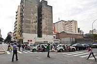 SAO PAULO, 24 DE JULHO DE 2012 - CRACOLANDIA SP- na foto veiculos da policia militar estacionaods na rua dos gusmoes com a rua  guaianazes. porem muitos usuarios ainda fazem o uso do interpecente,<br /> mesmo com a continuidade do Plano do governo estadual, Operação Cracolândia, iniciada em 3 de janeiro deste ano para combater o consumo e a venda de crack nas ruas do centro de São Paulo <br /> Local:, rua dos gusmoes com rua  guaianazes, bairro campos eliseos, centro de Sao Paulo<br /> FOTO VAGNER CAMPOS BRAZIL PHOTO PRES