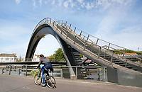 Nederland  Purmerend - juni 2018. De Melkwegbrug bestaat uit twee onderdelen: een loopbrug en een fietsbrug. De brug werd ontworpen door NEXT Architects. Foto Berlinda van Dam / Hollandse Hoogte