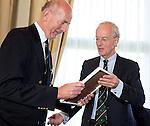 SOESTDUINEN -Fernand Schul wordt tot erelid benoemd.  Algemene Ledenvergadering van de NGF (Nederlandse Golf Federatie) met bestuurswisseling. Op de foto met aftredend Ronald Pfeiffer .COPYRIGHT KOEN SUYK