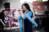 Un groupe de rock russe d'origine kurde a fait le voyage. La chanteuse déchaîne la foule avec ses lyriques kurdes.