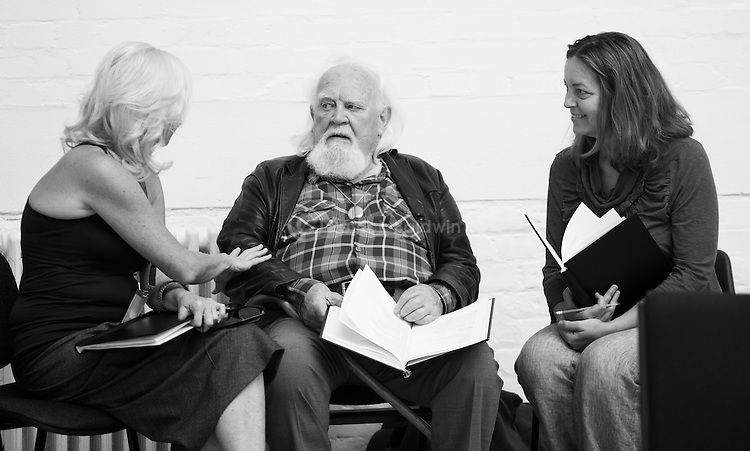 """""""King Lear"""" rehearsed reading rehearsals. Old Vic Theatre. Director: Jonathan Miller. L to R: Felicity Dean, Joss Ackland, Greta Scacchi."""