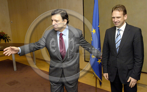 Brussels-Belgium - 15 June 2006---José (Jose) Manuel BARROSO (le), President of the European Commission, receives Dieter ALTHAUS (ri), Prime Minister of the (German Bundesland) Free State of Thuringia---Photo: Horst Wagner/eup-images