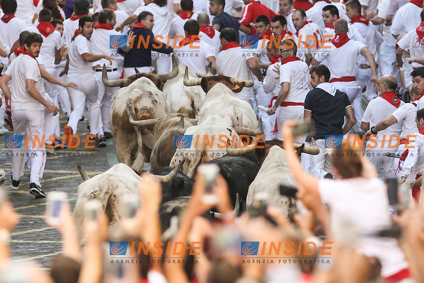 First bull runing of San Fermin at Pamplona, with bulls of the ranch of Fuente Ymbro. July 07, 2016. (Insidefoto/ALTERPHOTOS/Rodrigo Jimenez <br /> San Firmino Corsa dei Tori