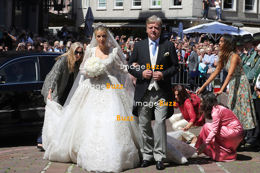 Mariage religieux du Prince Ernst junior de Hanovre et de Ekaterina Malysheva &agrave; l'&eacute;glise Markkirche &agrave; Hanovre.<br /> Allemagne, Hanovre, 8 juillet 2017.<br /> Religious wedding of Prince Ernst Junior of Hanover and Ekaterina Malysheva at the Markkirche church in Hanover.<br /> Germany, Hanover, 8 july 2017<br /> Pic :  Ekaterina Malysheva &amp; her father
