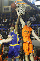 Montakit Fuenlabrada's Ian O'Leary (r) and Herbalife Gran Canaria's Ryan Hollins during Eurocup, Top 16, Round 2 match. January 10, 2017. (ALTERPHOTOS/Acero) /NORTEPHOTO.COM