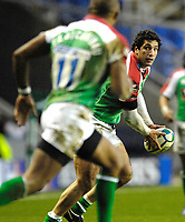 Reading, GREAT BRITAIN, Exiles, Juan LEGUIZAMON. look's to Sailosi TAGICAKIBAU to collect the ball, during the third round Heineken Cup game, London Irish vs Ulster Rugby, at the Madejski Stadium, Reading ENGLAND, Sa, t 09.12.2006. [Photo Peter Spurrier/Intersport Images]..