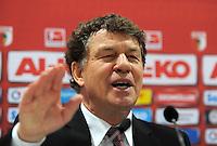 FUSSBALL   1. BUNDESLIGA  SAISON 2011/2012   23. Spieltag FC Augsburg - Hertha BSC Berlin          25.02.2012 Trainer Otto Rehhagel  (Hertha BSC Berlin)
