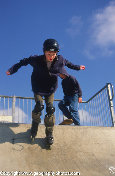 AF5CP2 Children playing at a skate park