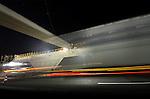 MAARN - Deze week is bouwcombinatie de Poort van Bunnik 's avond begonnen met het plaatsen van liggers van ecoduct Mollebos. Het 53 meter brede wildviaduct is één van de vele wildpassages die gelijktijdig met het verbreden en vernieuwen van de 30 km langs snelweg A12  Utrecht Lunetten  Veenendaal wordt aangelegd.  Bij het optakelen van een element werd telkens door verkeersbegeleiders van Rijkswaterstaat het verkeer even stil gezet. De bouwcombinatie bestaat uit BAM PPP, BAM Wegen, BAM Civiel en BAM Infratechniek. COPYRIGHT TON BORSBOOM