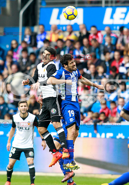 Deportivo Alaves' Manu Garcia (r) and Valencia CF's Carlos Soler during La Liga match. October 28,2017. (ALTERPHOTOS/Acero) /NortePhoto.com