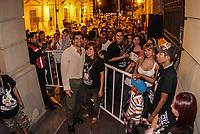 Firma de autógrafos en las Fiestas del Pitic. Callejón Velazco