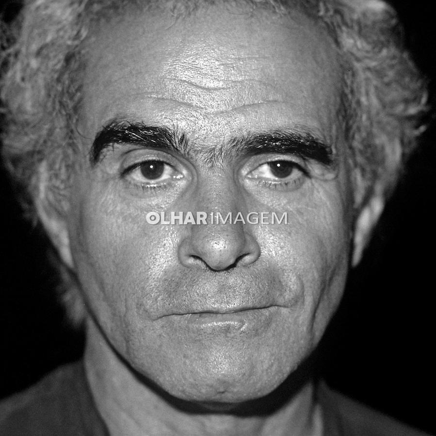 Personalidade. Escritor Ignacio de Loyola Brandao. SP. 1985. Foto de Juca Martins.