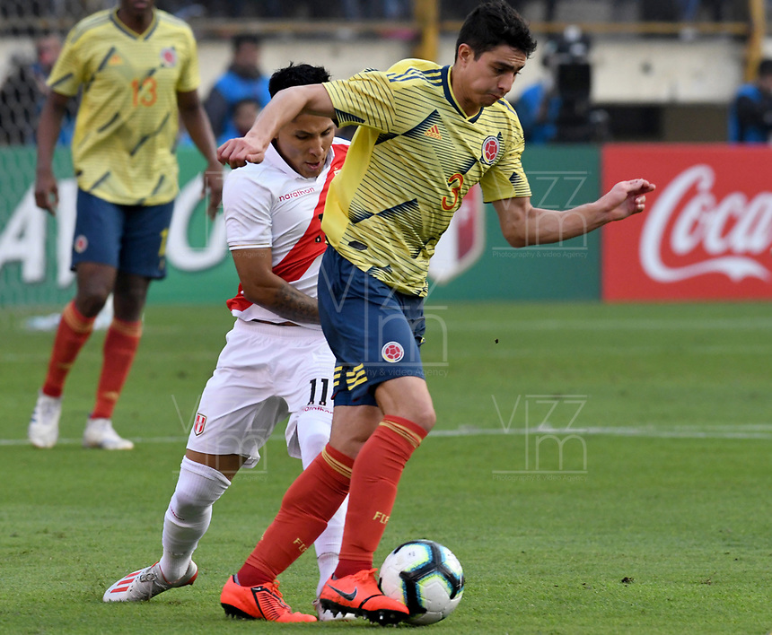LIMA,PERÚ,09-06-2019:Stefan Medina jugador de Colombia disputa el balon con el Perú durante   partido amistoso de preparación para la Copa América de Brasil 2019 jugado en el estadio Monumental de Lima la ciudad de Lima./Stefan Medina player of Colombia fights the ball against of  Peru team during a friendly match in preparation for the 2019 Copa América of Brazil played at Lima's Monumental Stadium in Lima. Photo: VizzorImage / Cristian Alvarez / FCF