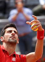 Il serbo Novak Djokovic in azione nel corso degli Internazionali d'Italia di tennis a Roma, 11 maggio 2016.<br /> Serbia's Novak Djokovic in action against France's Stephane Robert at the Italian Open tennis tournament, in Rome, 11 May 2016.<br /> UPDATE IMAGES PRESS/Isabella Bonotto