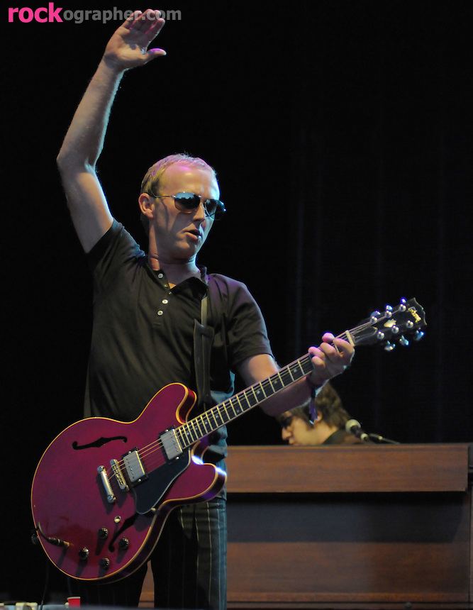 Steve Cradock on Guitar performs with Paul Weller on British Invasion Day at V Festival Toronto (9/07//08)