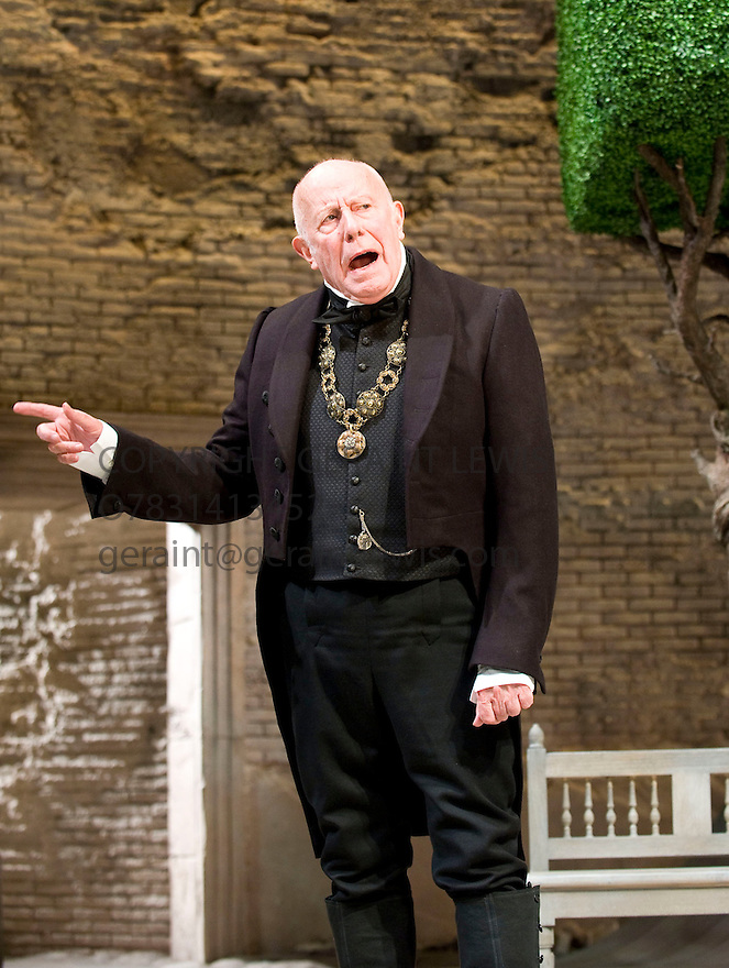 Twelfth Night by William Shakespeare.A Royal Shakespeare Company Production directed by Gregory Doran.With Richard Wilson as Malvolio. Opens at The Courtyard Theatre at Stratford upon Avon on on 21/10/09.  Credit Geraint Lewis